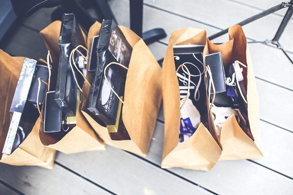 5 Reasons to Use Paper Bags over Plastic Bags